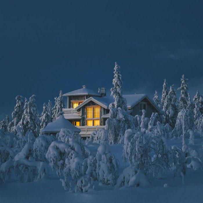 Casa en medio de la nieve