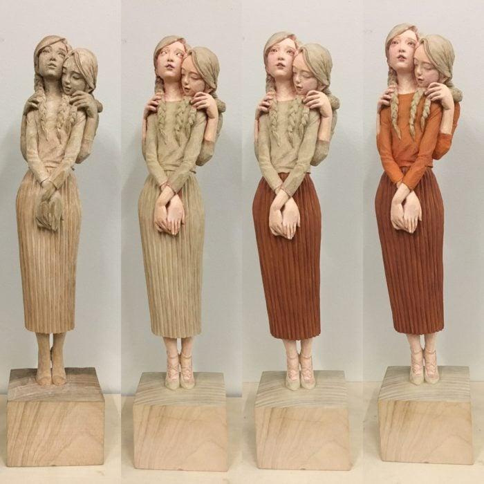 mujeres en madera