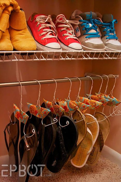 Organizar clóset - colgar zapatos