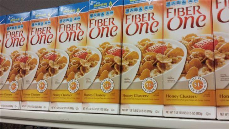 cajas de cereal acomodadas perfectamente