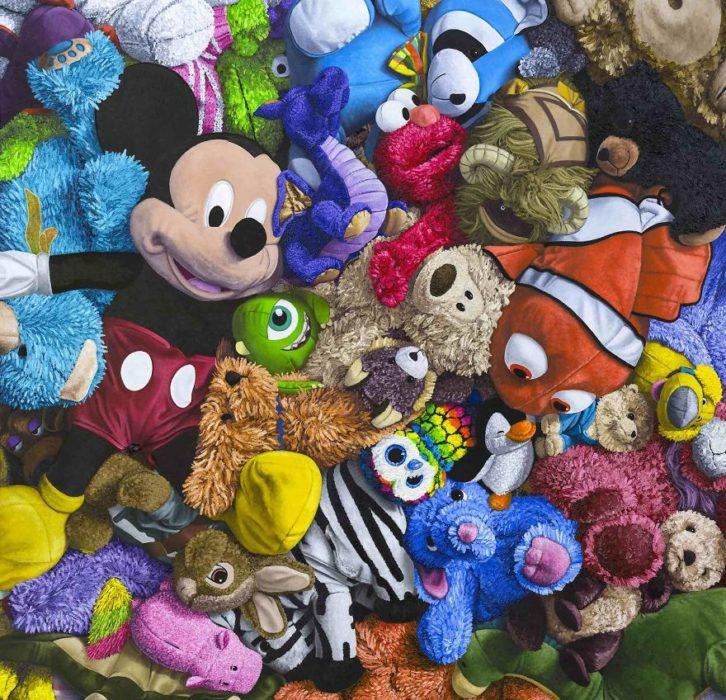 Mickey, nemo y varios personajes de disney pintados al óleo