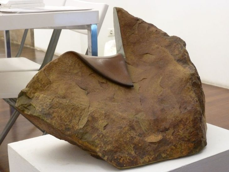 Piedra cortada a la mitad