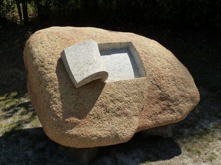 Piedra con un cuadro cortado