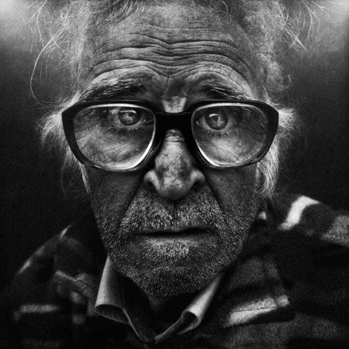 Hombre grande y jubilado