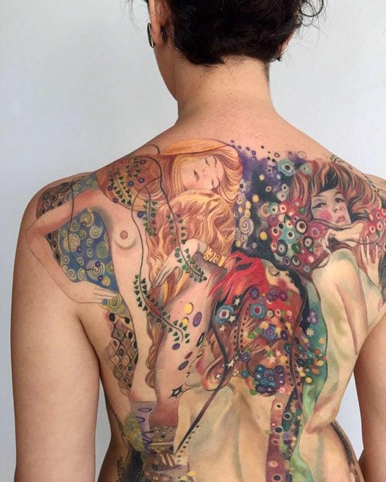 mujeres en la espalda completa