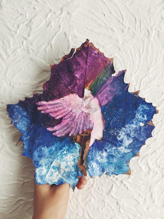 pintura hecha en hoja seca de árbol