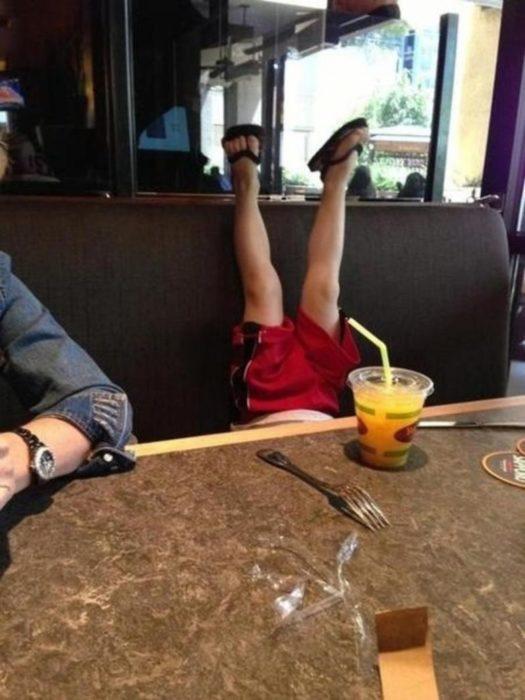niño haciendo berrinche en público