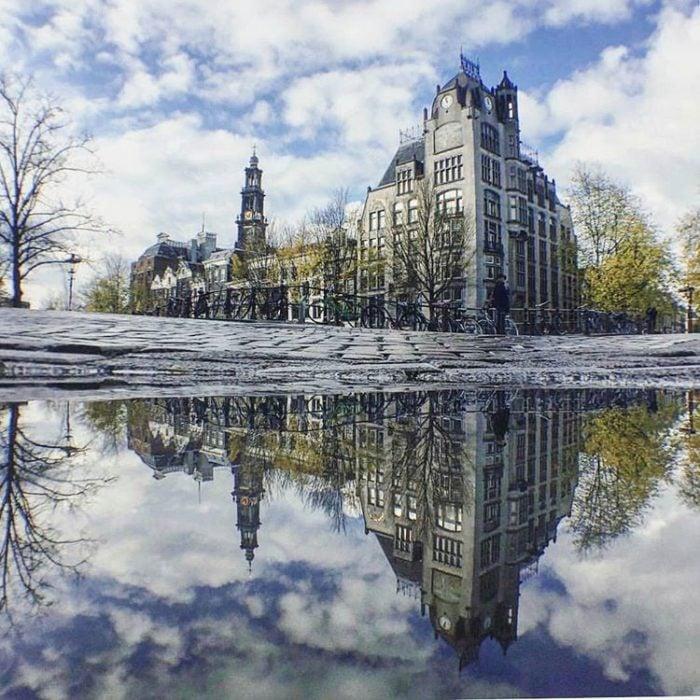 castillo en un lago