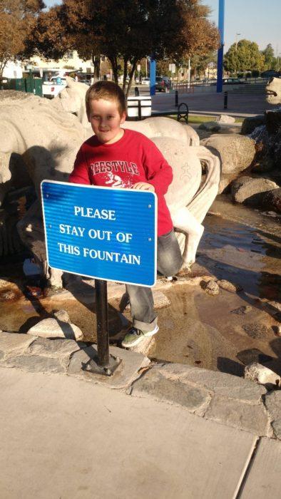 niño rebelde desobediente