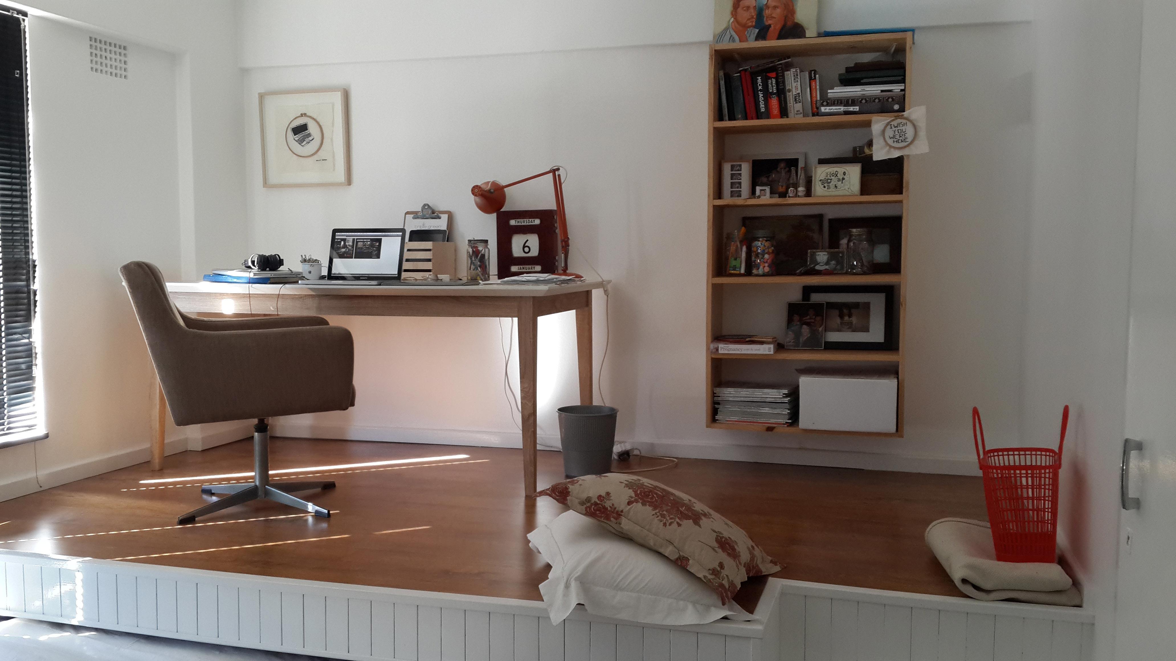 Dormitorio Oficina ~ Tenía una habitación pequeña, pero la convirtió en esto