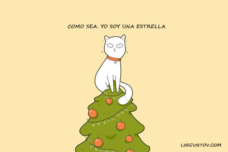 gatito arriba del árbol de navidad