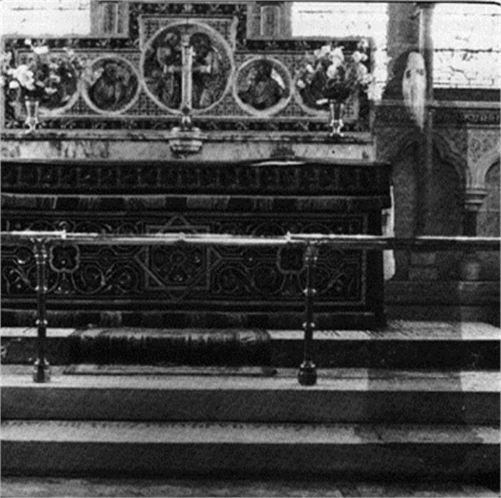 fantasma en una iglesia
