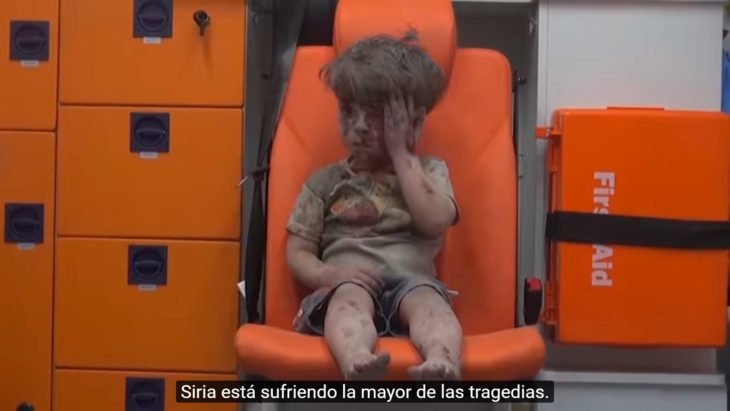 niños sirio que ha perdido a su familia en un bombardeo