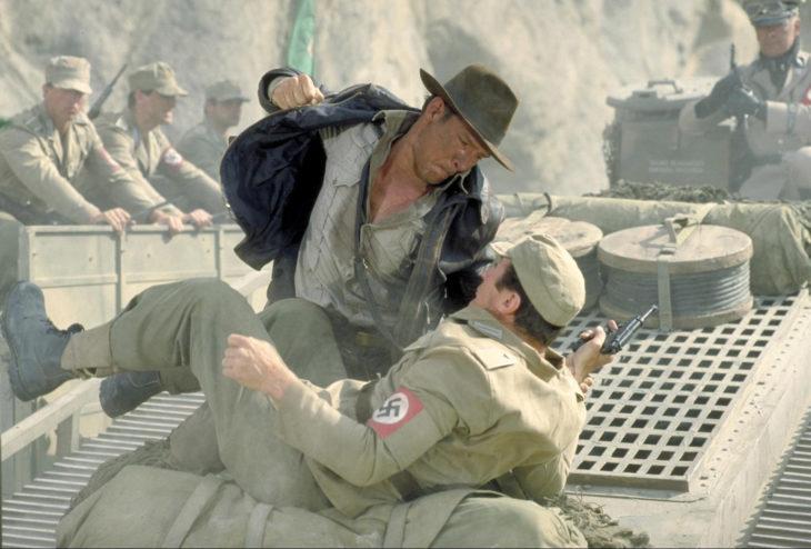 indiana jones pelea con un soldado nazi