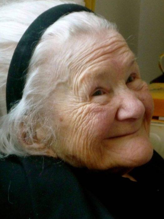 irena sendler anciana sonriendo