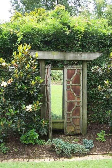 20 pr cticas ideas para quitarle lo aburrido de tu jard n for Piscina jardin secreto
