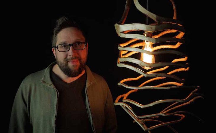 árbol que creció con forma de lámpara