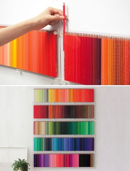 lapices de colores en la pared