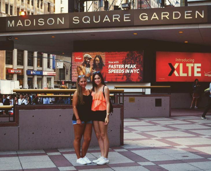 dos mujeres en el Madison Square Garden