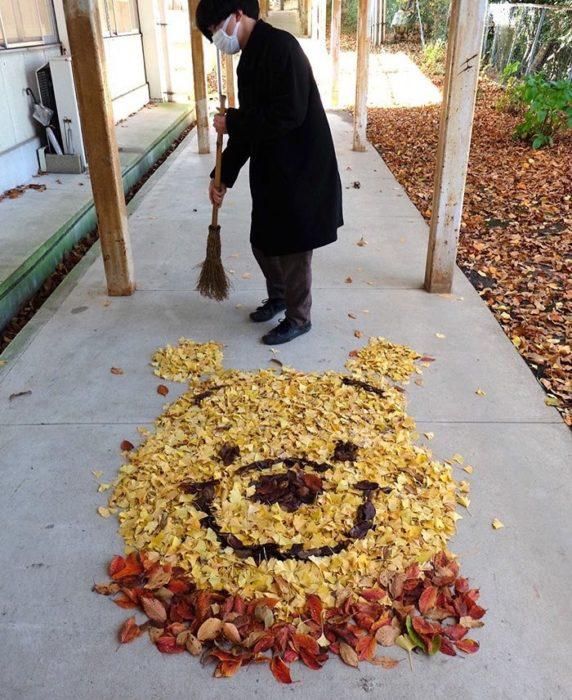 arte con hojas secas en japón