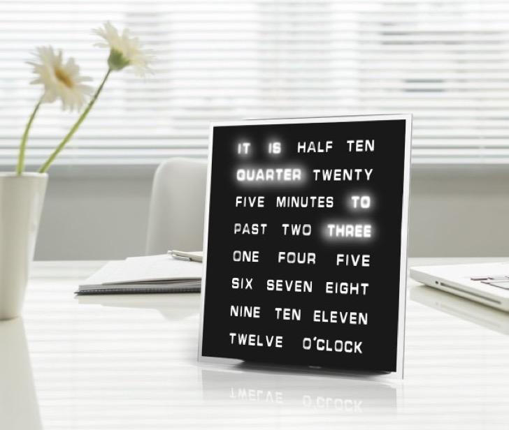 reloj con juego de palabras