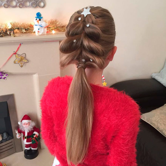 peinado navideño en forma de árbol