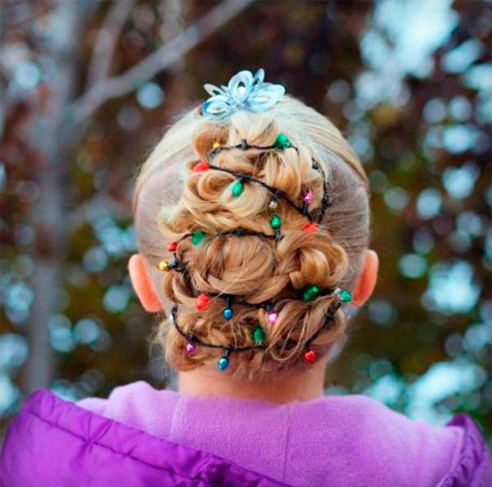 peinado en forma de árbol navideño