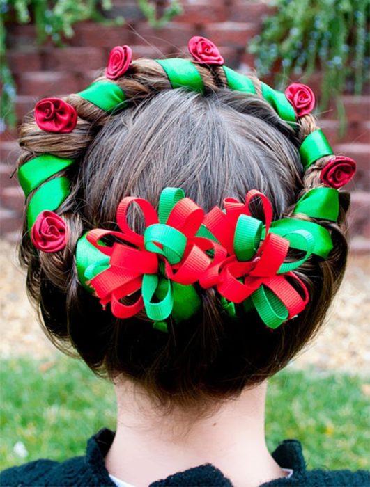 peinado en forma de corona navideña