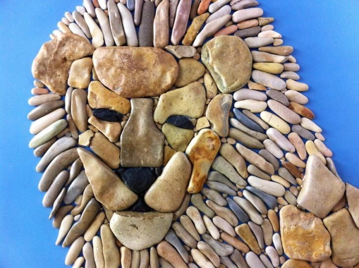 león: arte hecho con piedras de playa