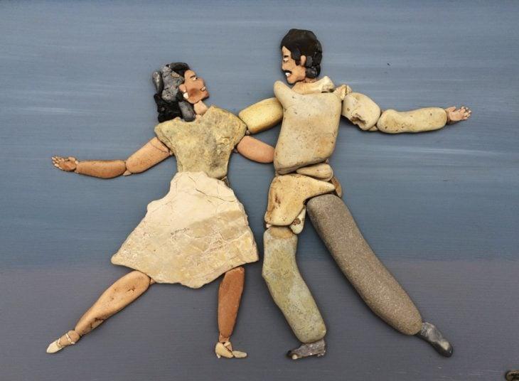 pareja de baile hecha con piedras de playa