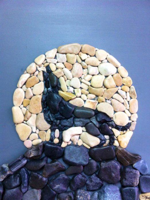 un lobo hecho con piedras