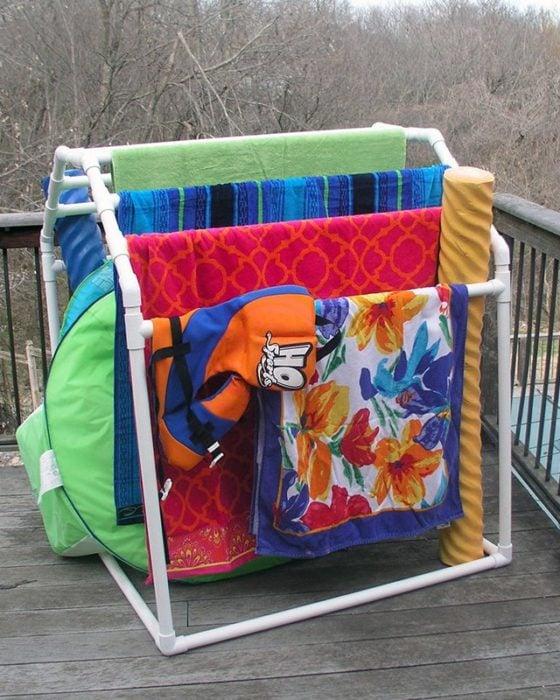 rack de toallas con PVC