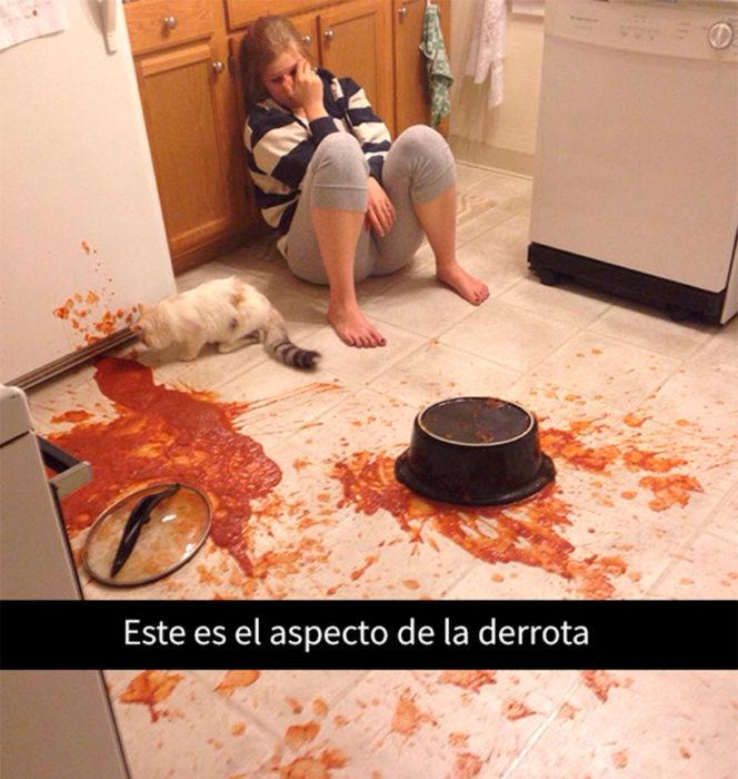 mujer vencida por la comida