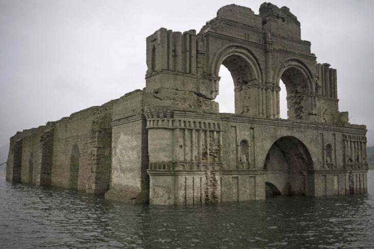 templo de santiago sumergido en agua