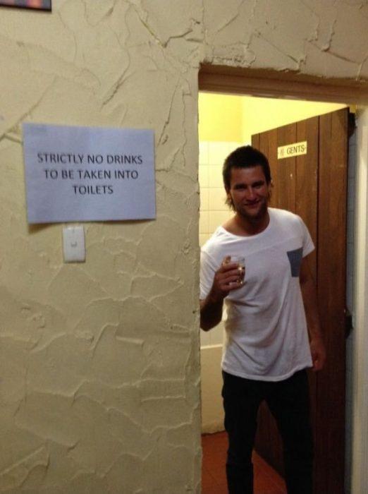 beber en lugares prohibidos