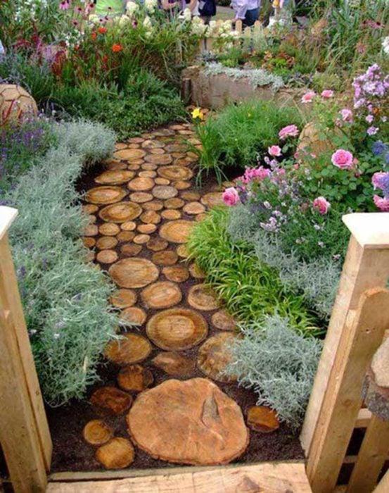camino de troncos para el jardin