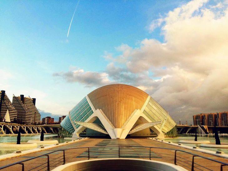 edificio geométrico de valencia, españa