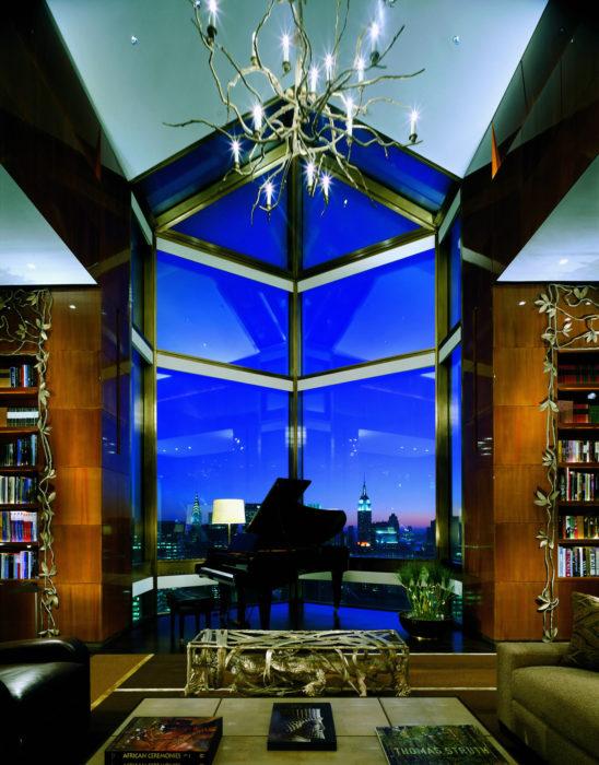 piano en habitación lujosa