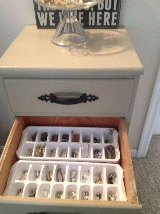 recipientes de hielo guardan joyas