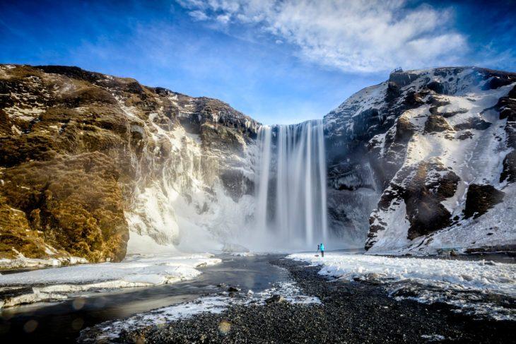 cascadas en montañas