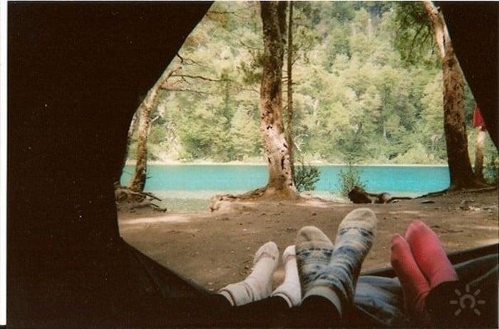 camping foto de pies