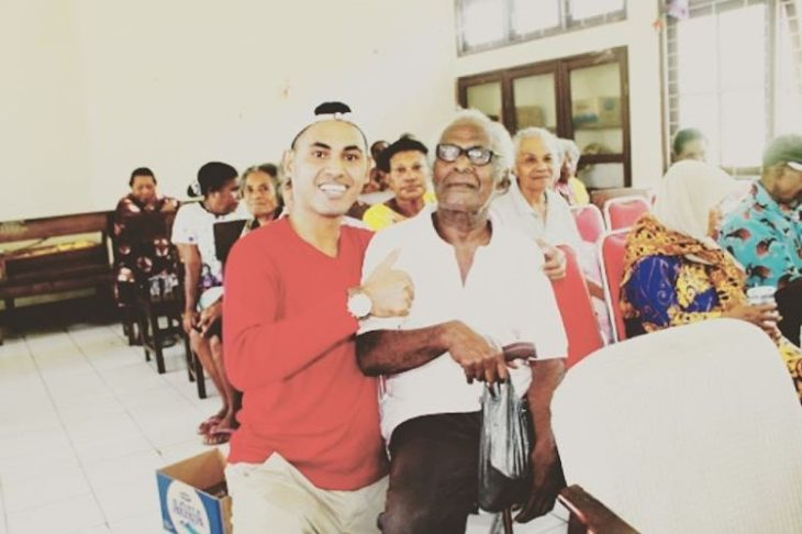 nieto en asamblea con su abuelo