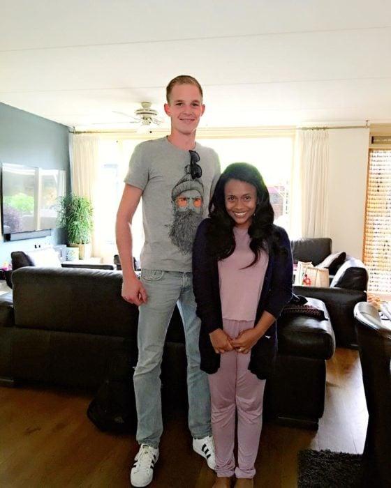 chico alto y chica bajita