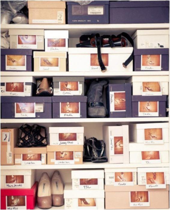 cajas de zapatos con las fotos impresas
