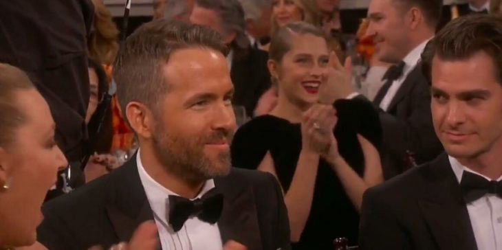 Andrew Garfield viendo a Ryan Reynolds