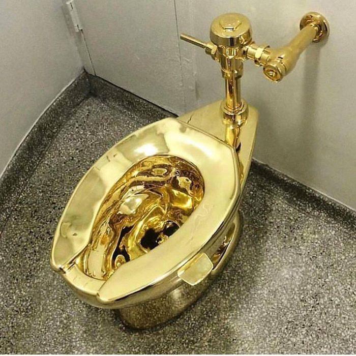 inodoro de oro