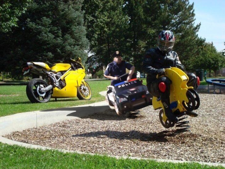 Policía sigue a motociclista