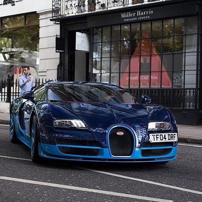 auto azul de lujo