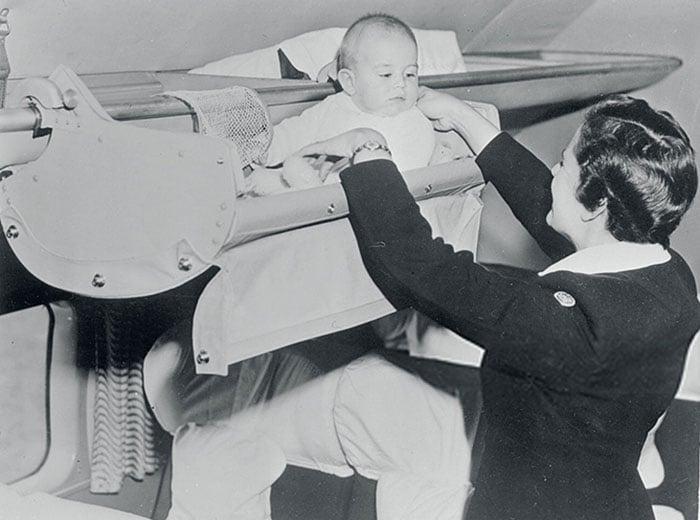 Como viajaban los bebes en los 50 1