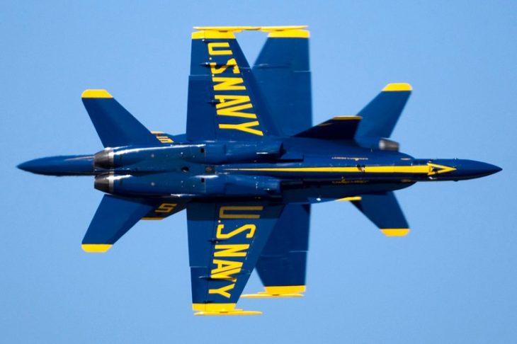 Fotografías militares avión azul